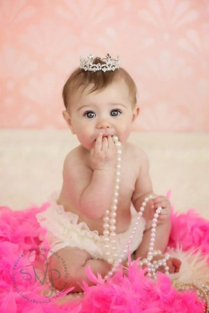 Shells Pink-H with baby wearing crown