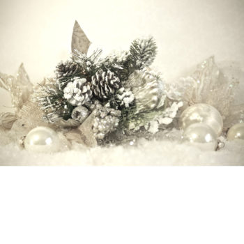 pinecones-and-baubles_creamy-mint